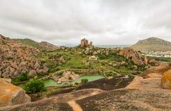 Vista in cima al betta della cola di thuppada dentro la fortificazione di Chitradurga, il Karnataka Fotografia Stock Libera da Diritti