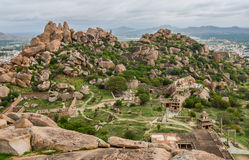Vista in cima al betta della cola di thuppada dentro la fortificazione di Chitradurga, il Karnataka Immagini Stock Libere da Diritti