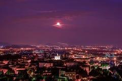 Vista a Città Vecchia Citta Alta di Bergamo da San Vigilio Hill Immagine Stock