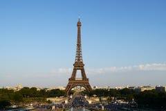 Vista clásica de la torre Eiffel en París Fotos de archivo libres de regalías