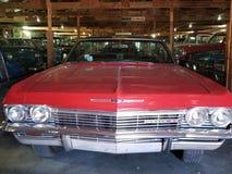 Vista classica del garage dell'automobile fotografia stock libera da diritti