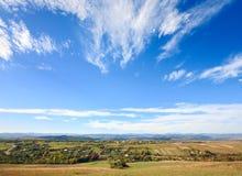 Vista collinosa della valle del paese di autunno Fotografia Stock