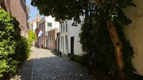 Vista com a bandeira holandesa na rua histórica em Utrecht Fotografia de Stock