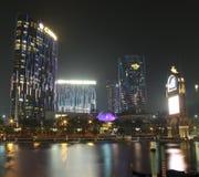 Vista con la città della costruzione del casinò di sogni alla notte fotografia stock