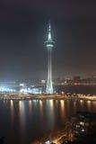 Vista con la torre di Macao alla notte fotografie stock