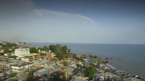 Vista costera aérea de la ciudad de Conakry, Guinea metrajes