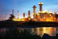 Vista crepuscular do central elétrica da indústria Foto de Stock