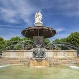 Vista cuadrada de la fuente en el La Rotonde en Aix-en-Provence Fotografía de archivo libre de regalías