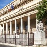 Vista cuadrada del tribunal de apelación en Aix en Provence con las estatuas Fotos de archivo