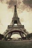 Vista d'annata della torre Eiffel Parigi - in Francia immagini stock