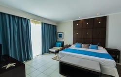 Vista d'invito di stupore dell'hotel dorato del tulipano, camera di albergo interna accogliente della sistemazione Fotografia Stock