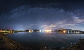 Vista d'ispirazione della galassia della Via Lattea su un cielo notturno fotografia stock libera da diritti