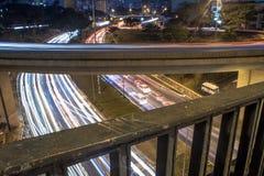 A vista da avenida do 23 de maio com tráfego arrasta na noite Imagens de Stock Royalty Free