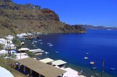 Vista da baía da ilha de Thirassia, Grécia Fotos de Stock Royalty Free