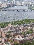 Vista da baía traseira Boston em 4o julho. Uma vista de Charles e de Cambridge de negligência de prudência Foto de Stock