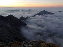 Vista da cabana da montanha de Mannheimer nas montanhas de Raetikon Fotografia de Stock