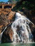 Vista da cachoeira de Dudhsagar em Goa, Índia fotografia de stock
