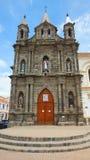 A vista da capela episcopal construída antes do terremoto de 1868, é ficada situada em um lado da catedral Fotografia de Stock Royalty Free