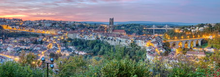 Vista da catedral, da ponte de Poya e de Zaehringen, Foto de Stock Royalty Free