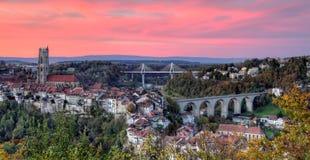 Vista da catedral, da ponte de Poya e de Zaehringen, Fotos de Stock Royalty Free