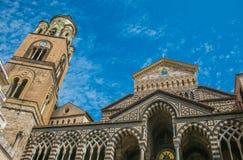 Vista da catedral de Amalfi no centro da cidade imagem de stock royalty free