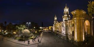 Vista da catedral de Arequipa na noite, Peru do sul Fotografia de Stock