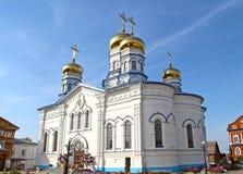 Vista da catedral do ícone de Tikhvin da mãe do deus foto de stock