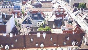 Vista da catedral do ` s de St Stephen sobre o quadrado de Stephansplatz em Viena, capital de Áustria no dia ensolarado filme