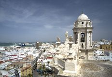 Vista da catedral em Cadiz Fotos de Stock Royalty Free