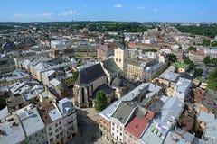 Vista da catedral latino da torre da câmara municipal de Lviv, Ukrain Imagens de Stock Royalty Free