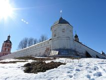 Vista da catedral da suposição da Virgem Maria abençoada no monastério da suposição de Goritsky em Pereslavl-Zalessky, fotografia de stock
