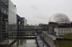 Vista da cidade da ciência e da indústria em Paris imagem de stock