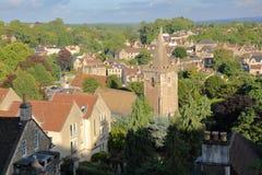 Vista da cidade da vizinhança do Tório com a torre de sino da igreja de trindade santamente em Bradford em Avon, Reino Unido Imagem de Stock Royalty Free