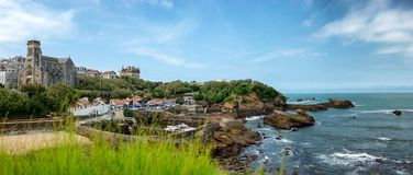 Vista da cidade de Biarritz pelo Oceano Atlântico, França Fotos de Stock Royalty Free