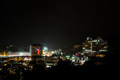 Vista da cidade de Brinchang, Cameron Highlands na noite imagem de stock royalty free