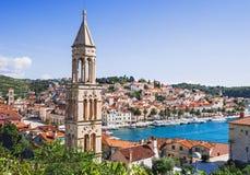 Vista da cidade de Hvar, ilha de Hvar, Dalmácia, Croácia imagem de stock royalty free