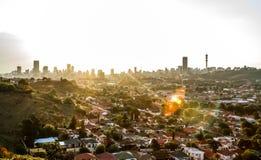 Vista da cidade de Joanesburgo no por do sol imagem de stock royalty free
