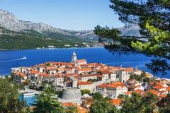 Vista da cidade de Korcula, ilha de Korcula, Dalmácia, Croácia fotografia de stock