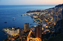 Vista da cidade de Mônaco na noite Riviera francês Imagem de Stock