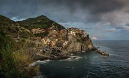 Vista da cidade de Manarola, Cinque Terra, Itália foto de stock royalty free