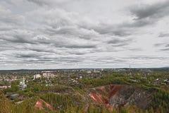 Vista da cidade de Nizhny Tagil da parte superior da montanha Imagens de Stock Royalty Free