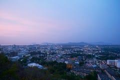 A vista da cidade de Phuket de Khao soou na manhã fotos de stock