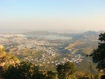 Vista da cidade de Udaipur do forte de Saajngarh, Rajasthan Fotografia de Stock