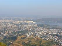 Vista da cidade de Udaipur do forte de Saajngarh, Rajasthan Fotos de Stock