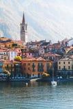 Vista da cidade de Varenna Lago e montanhas Lago Como, Italy Imagem de Stock