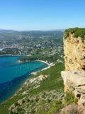 Vista da cidade do cássis em França do tampão Canaille Imagem de Stock Royalty Free