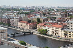 Vista da cidade europeia velha da altura do voo do pássaro St Petersburg, Rússia, Europa do Norte Foto de Stock