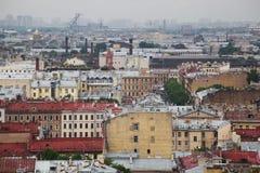 Vista da cidade europeia velha da altura do voo do pássaro St Petersburg, Rússia, Europa do Norte Fotos de Stock