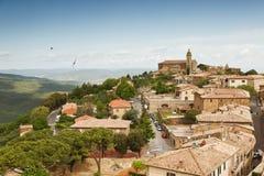 Vista da cidade italiana medieval de Montalcino Imagem de Stock