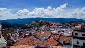 Vista da cidade mágica de Taxco Guerrero fotografia de stock